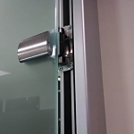 Self-closing glass door hinge