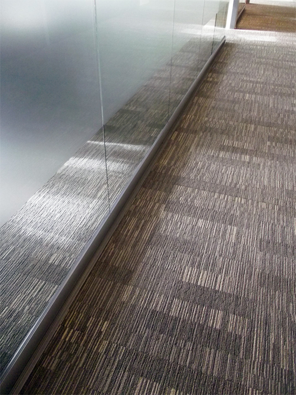 NxtWall View series floor track detail