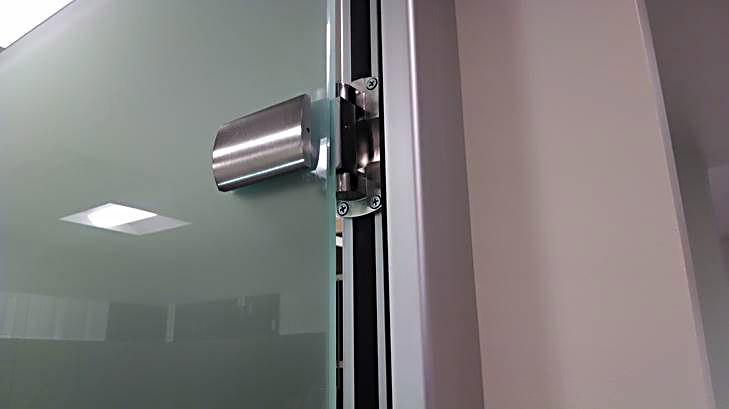 Self-closing glass door hinge