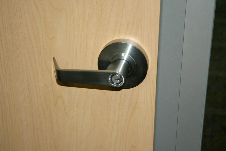 Standard duty steel coated cylindrical door locking leverset