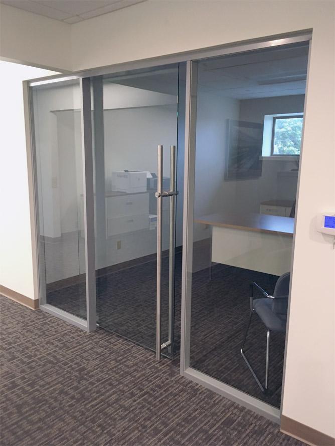 Flex Glass Wall with Locking Glass Door Bar Pull