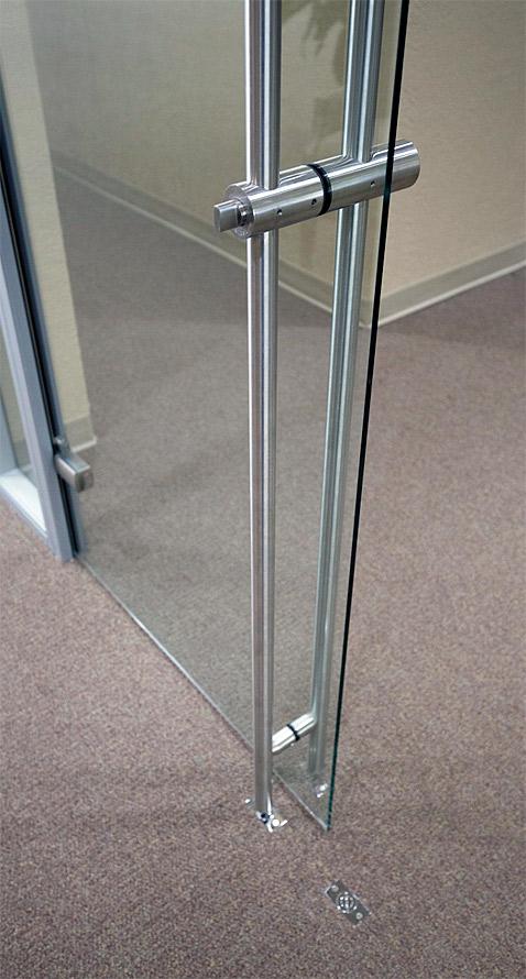 Locking barpull door hardware detail