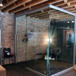 View series frameless glass corner